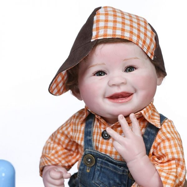 poupée reborn garçon de face
