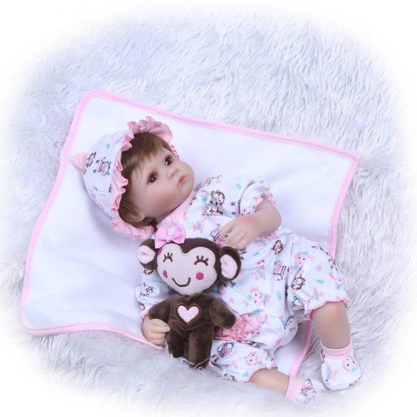 poupée reborn réaliste couché