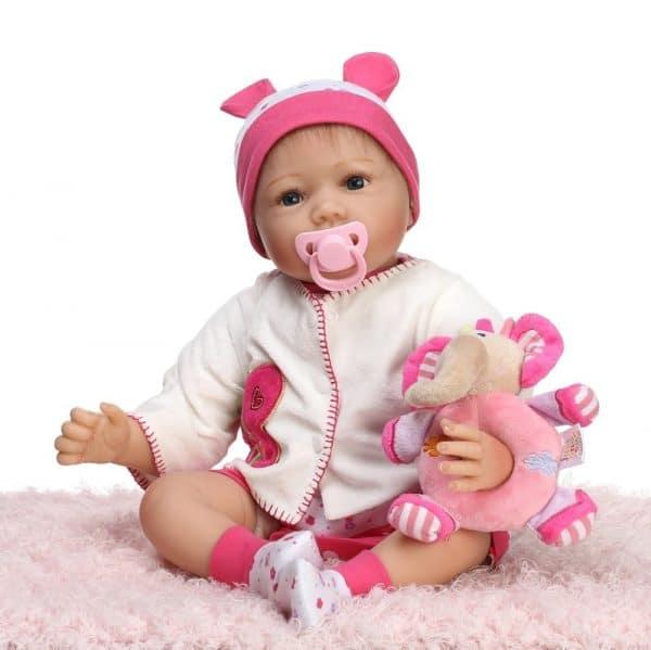 poupée reborn rose de face