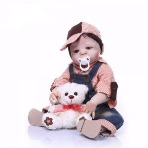 bébé reborn chic avec accessoires