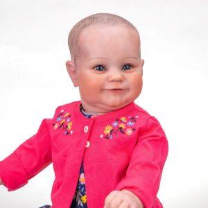 grand bébé reborn fille de face