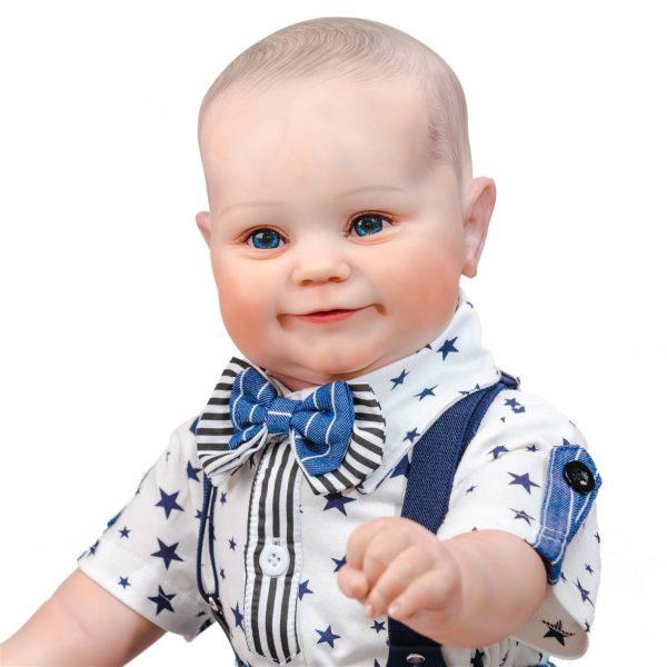 grand bébé reborn garçon de face