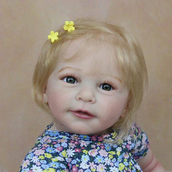 bébé reborn fille blonde de face