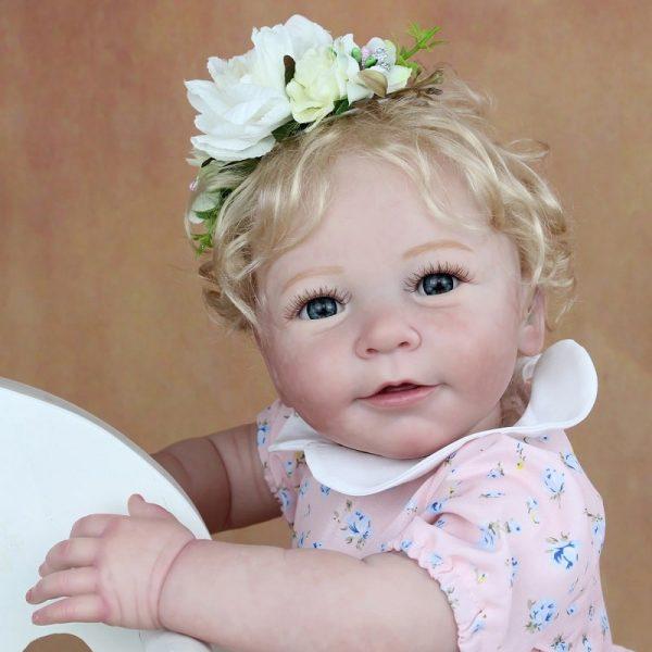 reborn fille blonde de face